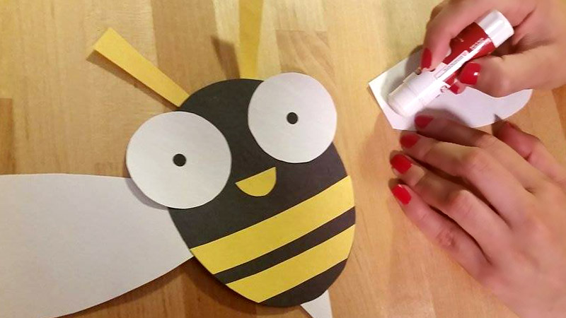 Glue pieces of Buzzy the Bee Craft Template from Craftypammy.com