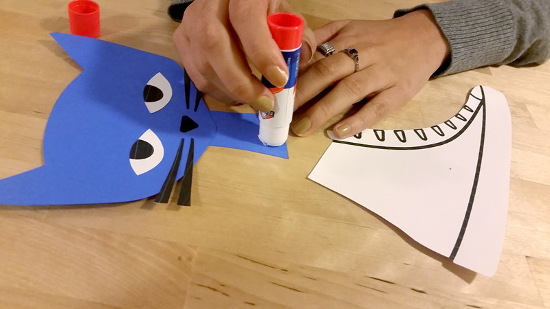 Glue Pete the Cat Craft Template together